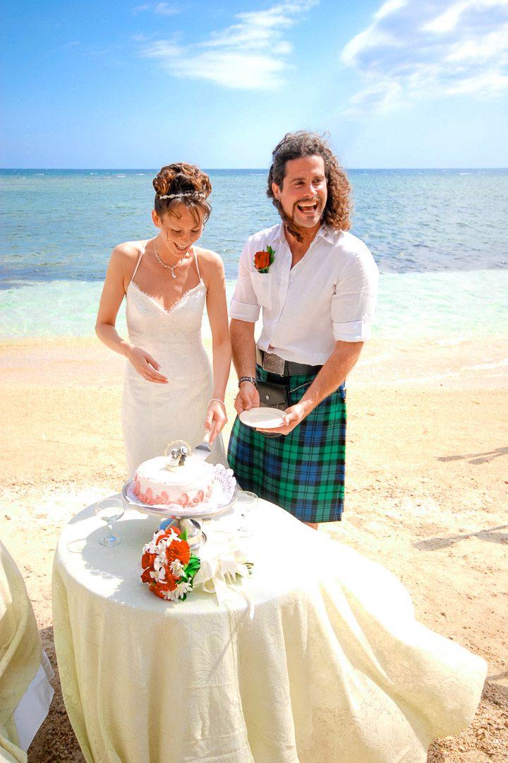 Steve & Sarah cutting the cake-